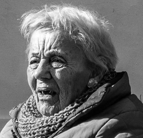 straatportret dame sjaal (1 van 1)