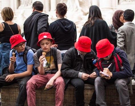 jongens rode hoedjes  (1 van 1)