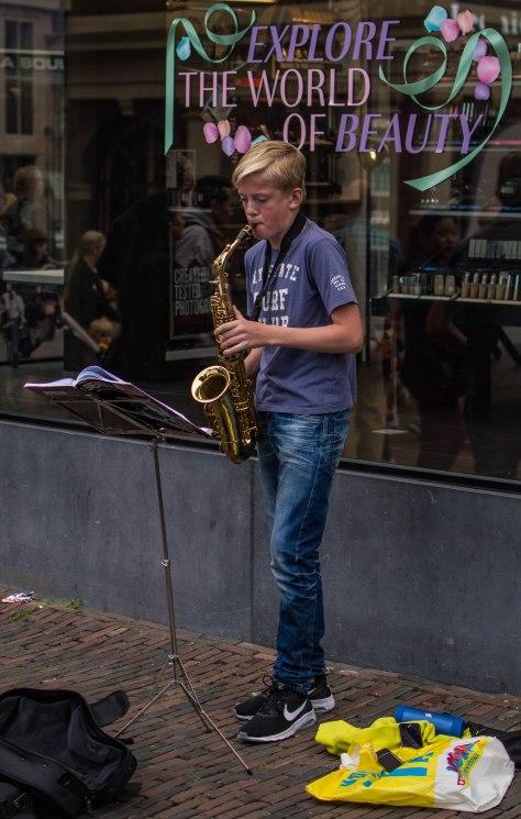 jongen met saxofoon (1 van 1)