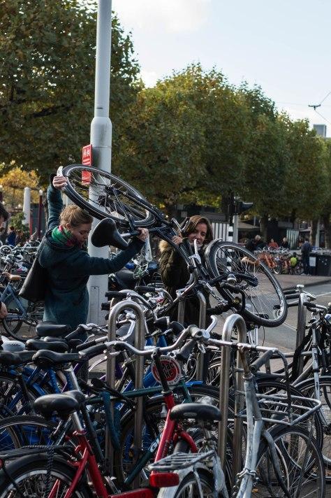 dames-en-fiets-1-van-1