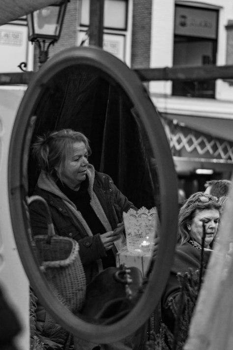 dame-in-spiegel-1-van-1